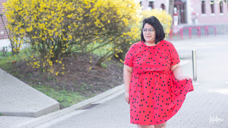 Robe grande taille chic rouge à pois